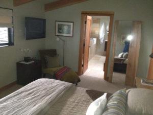bedroom-master-bathroom-pacific-northwest-style