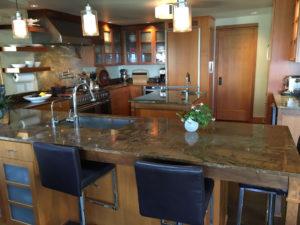 pacific-northwest-style-kitchen